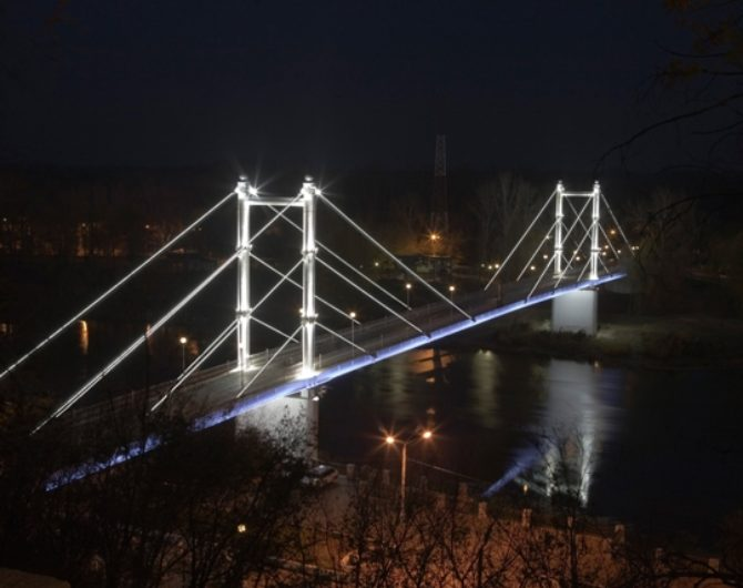 подсветка пешеходного моста Европа-Азия